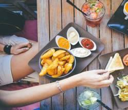 Bữa ăn trưa đặc trưng của người Mỹ